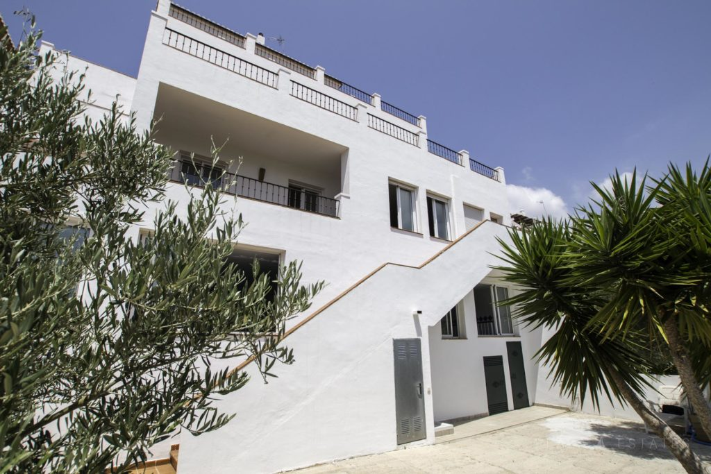Villa with independent apartments in Frigiliana