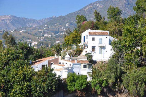 Oportunidad única – 3 casas de estilo andaluz completamente renovados PEV1844