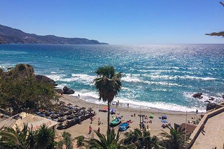 Playa Calahonda från valven vid Balcón de Europa